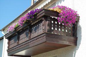 Jak urządzić funkcjonalny balkon lub taras?