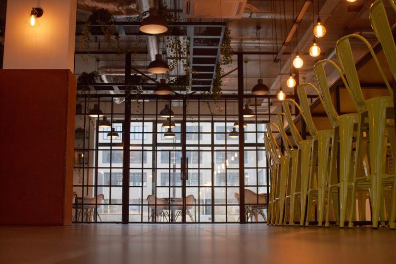 Ścianki szklane − dlaczego są niezastąpione w industrialnych wnętrzach? scianki-szklane-wroclaw-2
