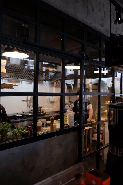 Ścianki szklane − dlaczego są niezastąpione w industrialnych wnętrzach? scianki-szklane-wroclaw-3-1