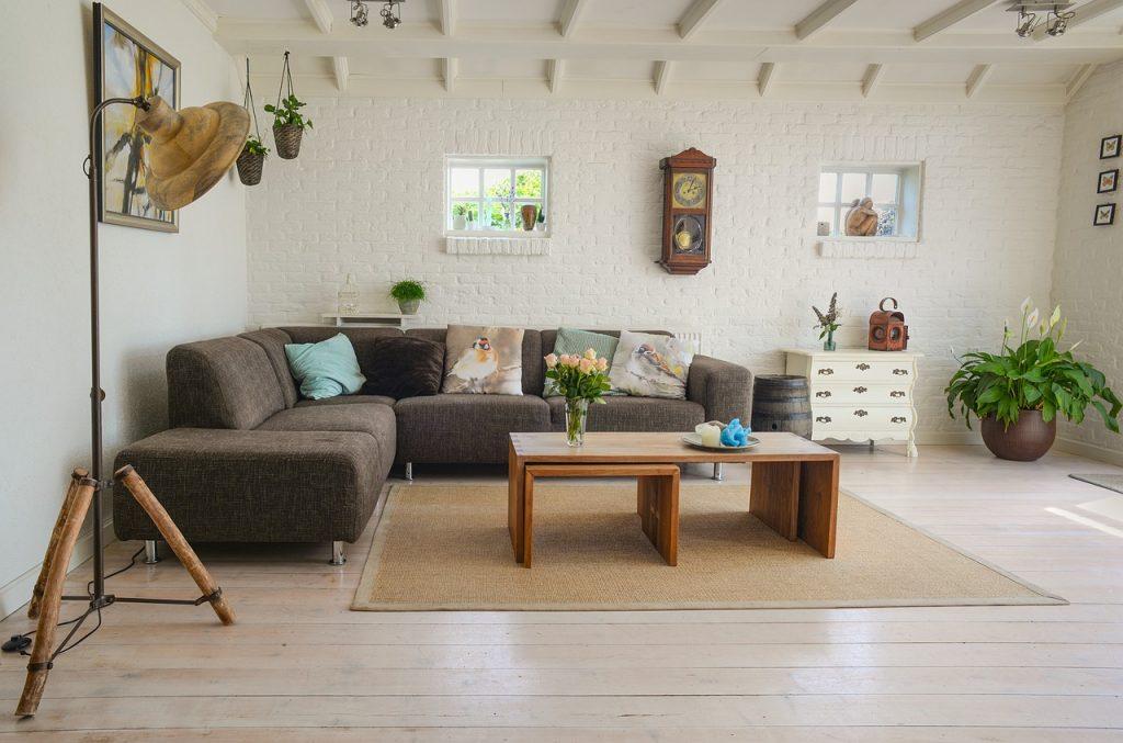 Jakie designerskie meble do salonu będą modne w najbliższym sezonie? living-room-1024x677
