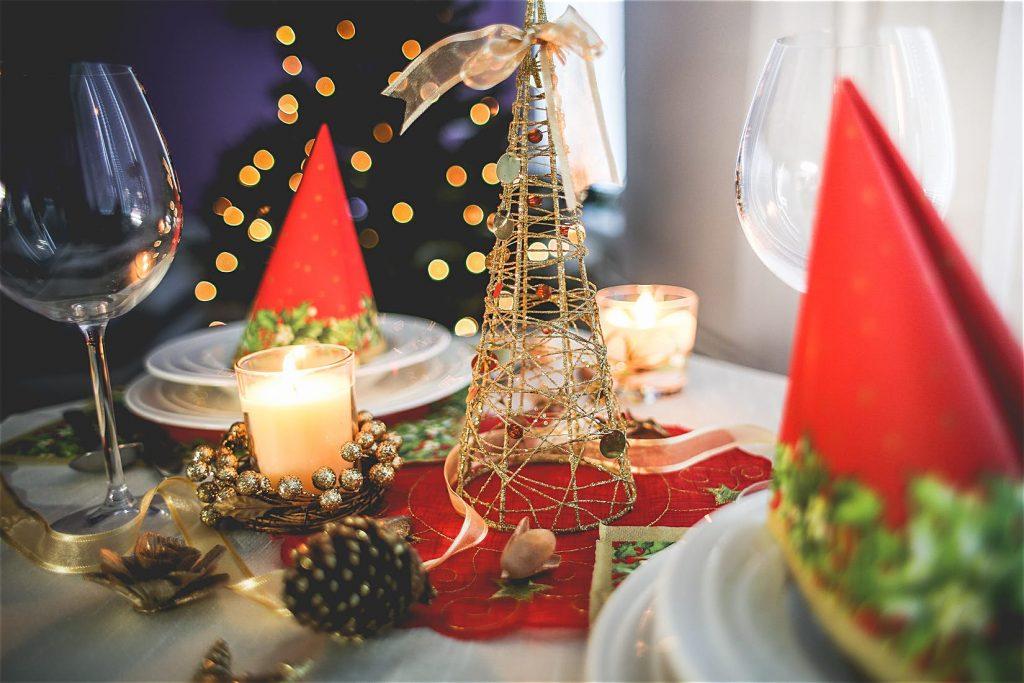 Bieżnik czy serwetka? Co będzie lepsze na świąteczny stół? serweta-1024x683
