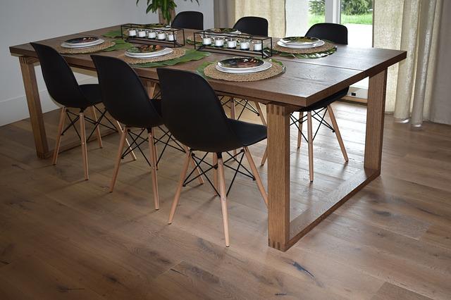 Drewniane stoły kuchenne - jak wybrać najlepszy? drweniany-stol-w-kuchni