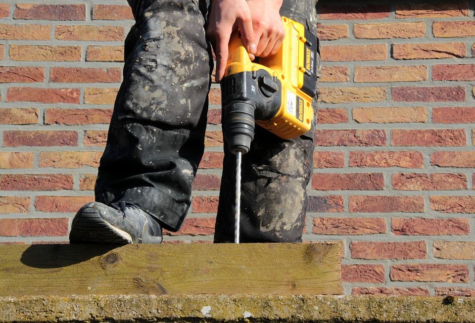 Wiertarka udarowa dla domu - działanie i zastosowanie wiertarka
