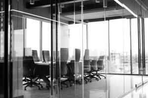 O czym warto pamiętać urządzając biuro?