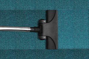 Jak dopasować dywan do charakteru wnętrza? vacuum-cleaner-268179_1920-300x200